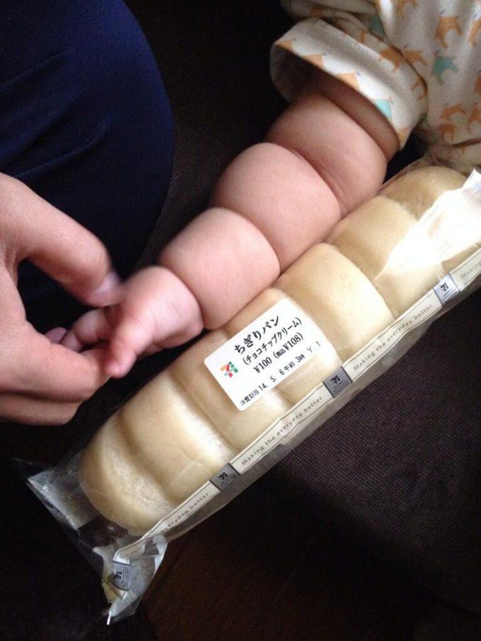 【ちぎりパンと赤ちゃんおもしろ画像】赤ちゃんの腕が「ちぎりパン」にそっくり(笑)