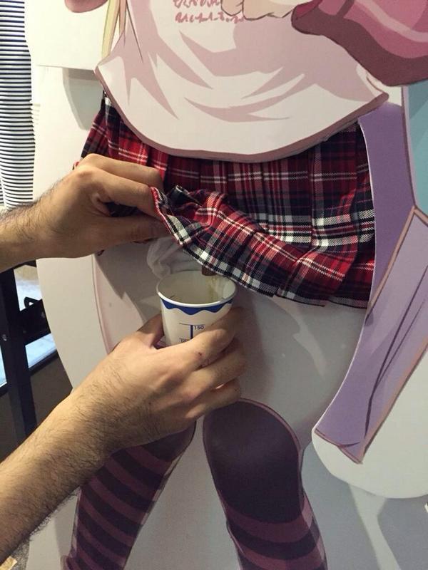 日本終了! 美少女キャラのアレを飲むという最高にキモいイベント(笑)