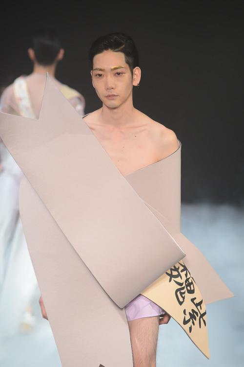 意味不明! ファッションブランド『ミキオサカベ』のリボンみたいなファッションがシュール(笑)