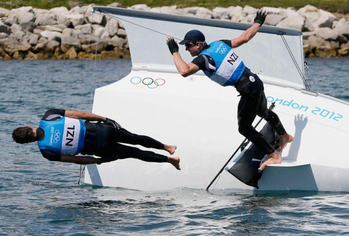 ぴょーん! 2012ロンドンオリンピックのセーリングで銀メダル獲得の嬉しさにジャンプ(笑)