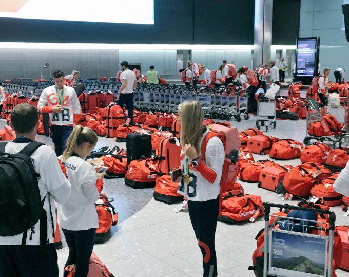 同じ! 2016リオ五輪でイギリスオリンピックチームのバッグが全員同じで空港で混乱(笑)