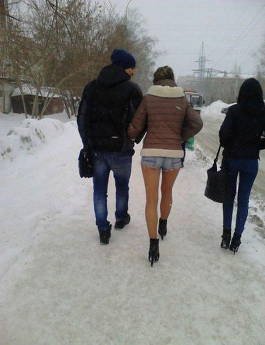 寒くないの? 雪でもショートパンツで出かけるのがロシア(笑)