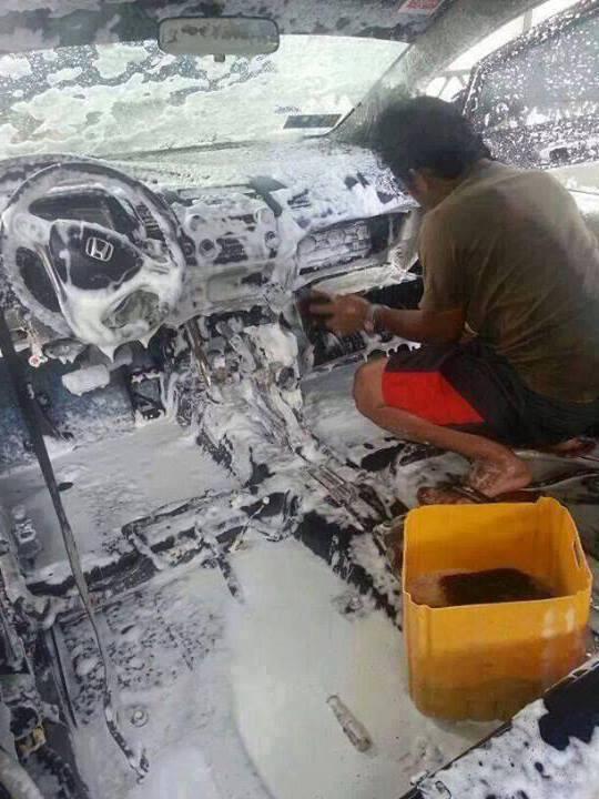 中もキレイに! マレーシアで洗車を頼んだら従業員が予想外の行動に(笑)