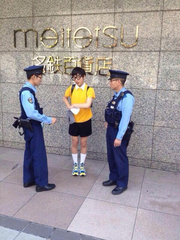 【コスプレで職務質問おもしろ画像】ドラえもんー! 名古屋駅に現れたリアルのび太、警察官に連行され職務質問される(笑)