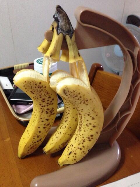 ショック! バナナスタンドにバナナを掛けていたら悲しい事に(笑)