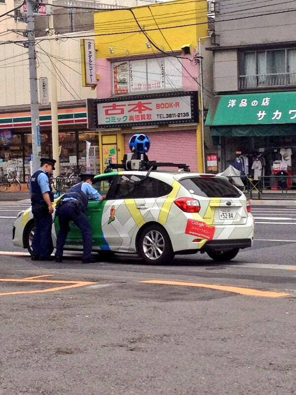 【グーグルカー珍事件おもしろ画像】へいグーグル! 警察に呼び止められるグーグルカー(笑)