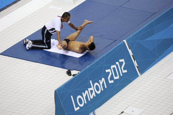 アー! 2012ロンドンオリンピックで水泳の準備運動している光景が(笑)