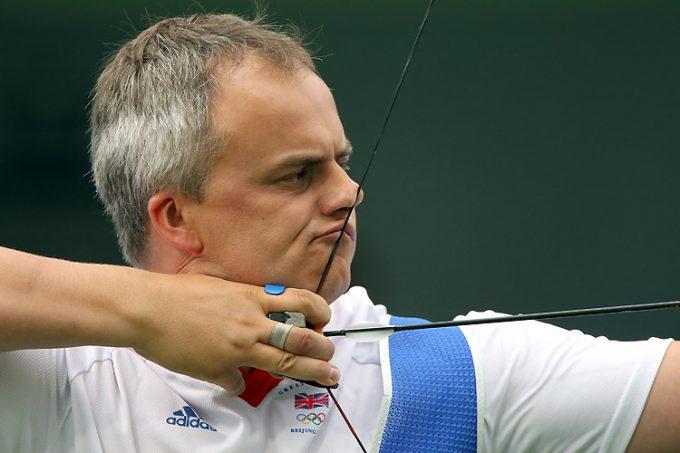 歪む! 2008北京五輪で弦が鼻と口に当たって痛そうなアーチェリー選手(笑)