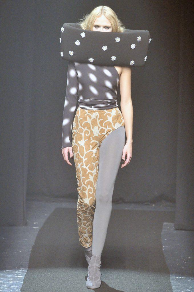 奇抜! メゾンマルジェラ2008秋コレクションのファッションショーがおもしろい(笑)