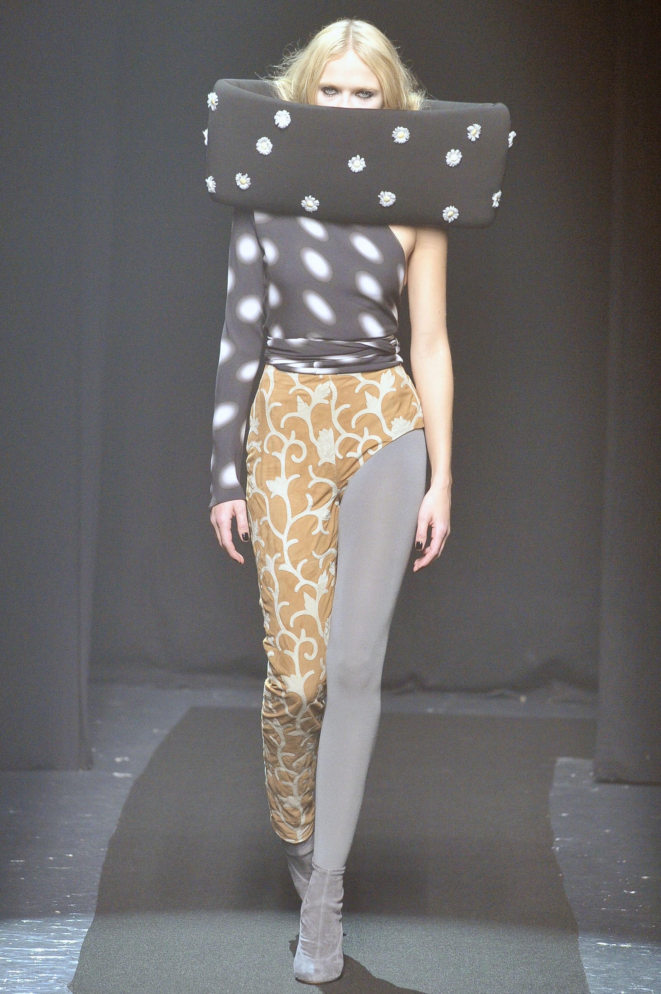 奇抜! メゾンマルジェラ2008秋コレクションのファッション