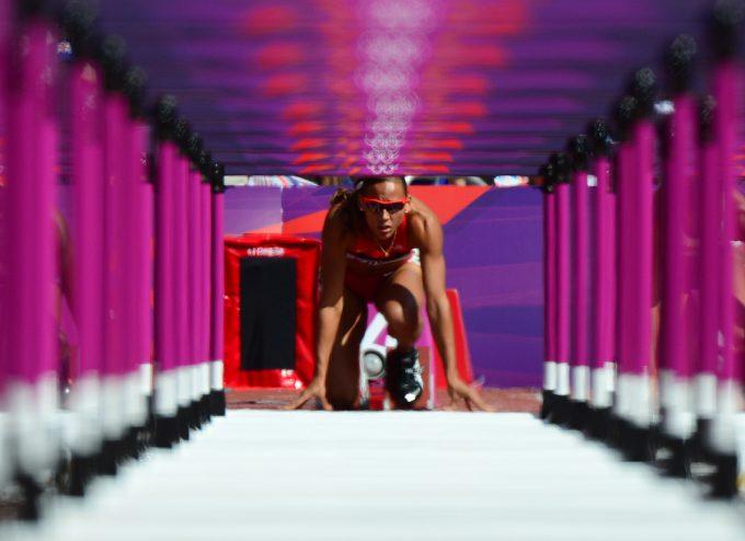 すごい眺め! 2012ロンドン五輪で100メートルハードルスタート光景が壮観(笑)