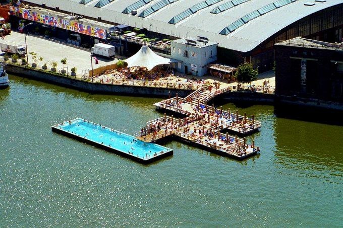 【船プールおもしろ画像】変わったプール! ドイツベルリンの船プール(Badeschiff)という発想がおもしろい(笑)