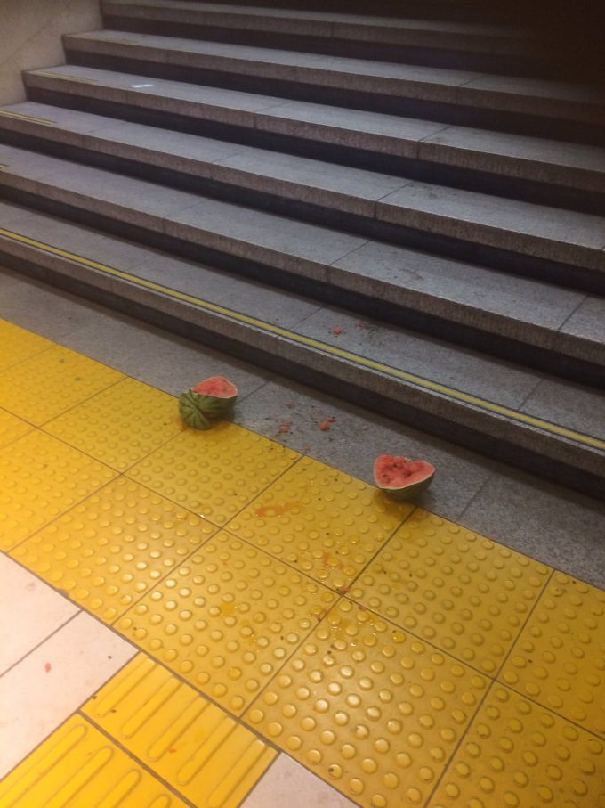 【駅のスイカおもしろ画像】帰れた? 東京駅でSuica落とした人がちゃんと帰れたのか不安(笑)