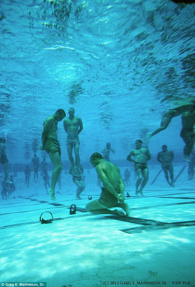 過酷! アメリカ海軍特殊部隊SEALsの水中訓練の様子がまるで拷問(笑)