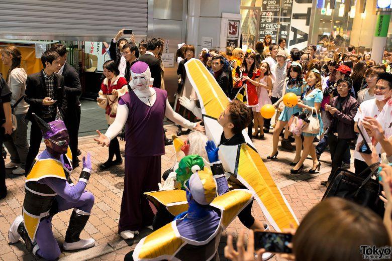 【渋谷ハロウィンおもしろ仮装画像】ボス! 渋谷ハロウィンセンター街でフリーザを崇めるギニュー特戦隊(笑)