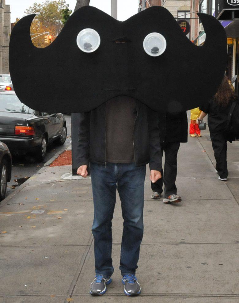 【海外ハロウィンおもしろ仮装画像】ギョロ! 海外で見かけたインベーダーゲームみたいな仮装のインパクト(笑)