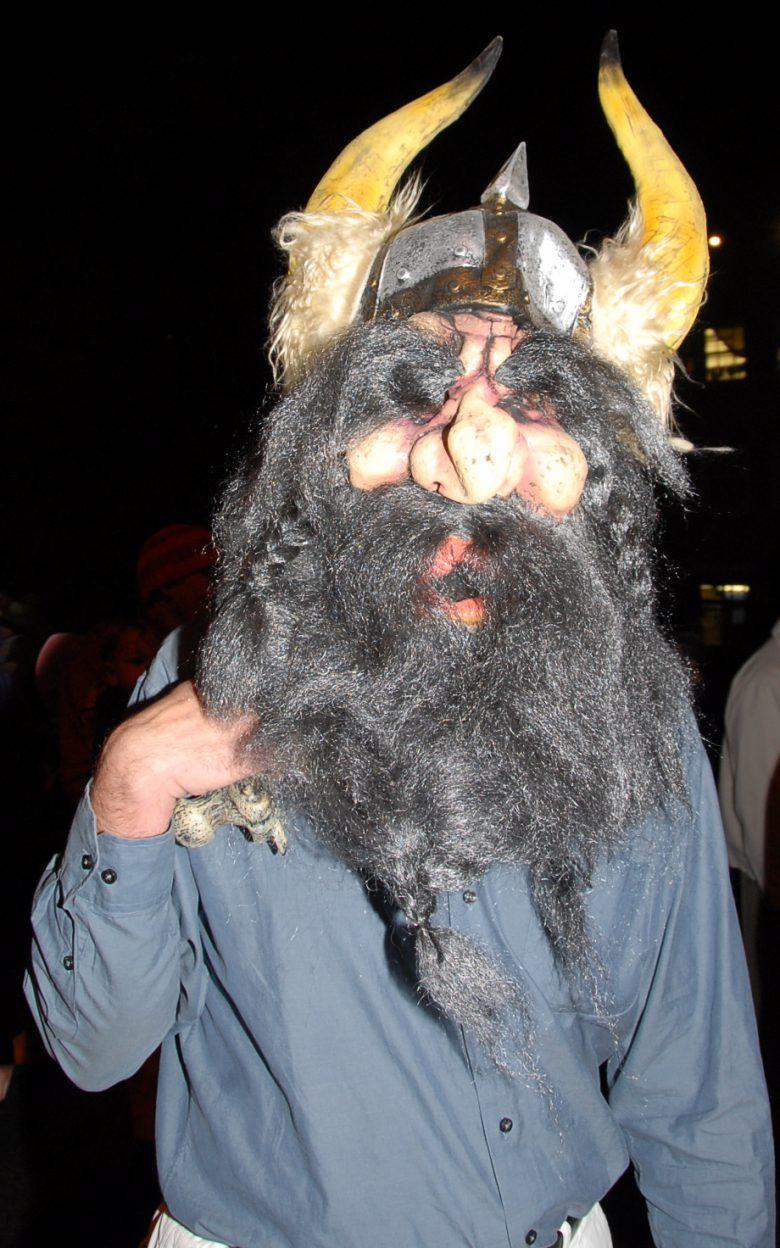 【海外ハロウィンおもしろ仮装画像】不気味! 海外のハロウィンで見かけたドワーフ仮装が怖すぎ(笑)