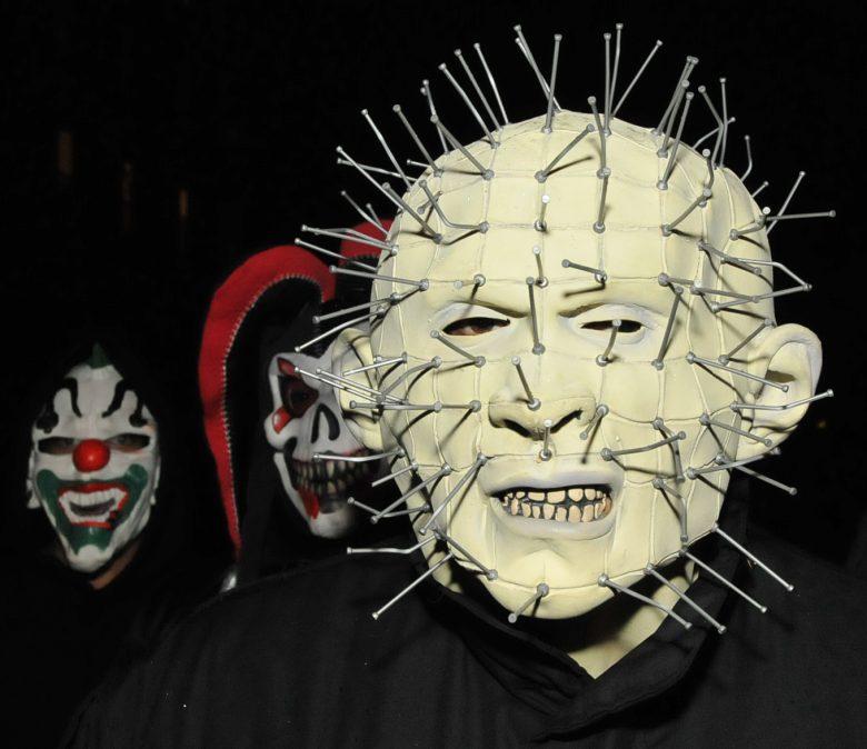【海外ハロウィンおもしろ仮装画像】ひぃ! イギリスのホラー映画『ヘル・レイザー』のハロウィン仮装が怖すぎます(笑)
