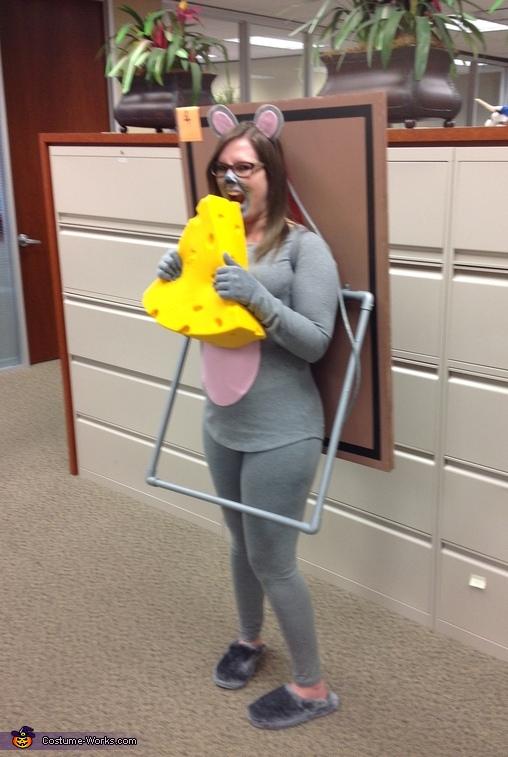 【海外ハロウィンおもしろ仮装画像】捕獲! ねずみ捕りに引っかかったネズミ仮装が可愛くてハロウィンに合いそう(笑)