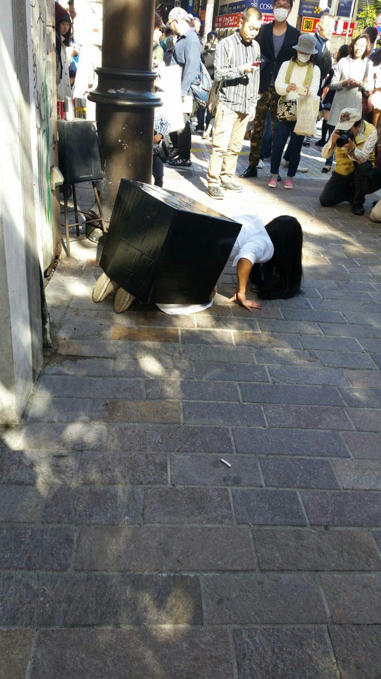 【渋谷ハロウィンおもしろ仮装画像】きっと来る~! ハロウィン渋谷で見かけた貞子仮装がガチすぎて怖い(笑)