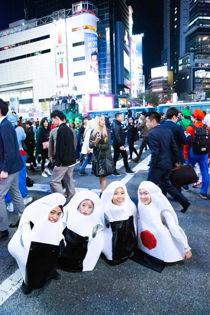 【渋谷ハロウィンおもしろ仮装画像】和食! 渋谷ハロウィンのスクランブル交差点で撮影したおにぎり仮装(笑)