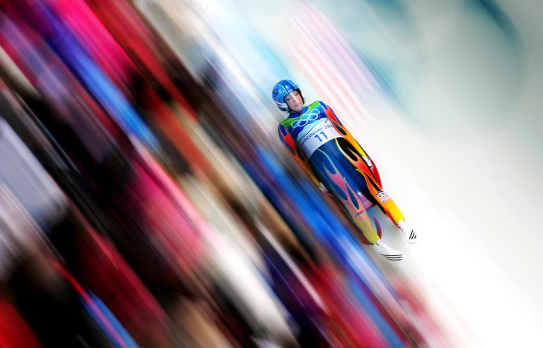 早すぎ! リュージュのスピードが分かる2010バンクーバーオリンピックの写真(笑)