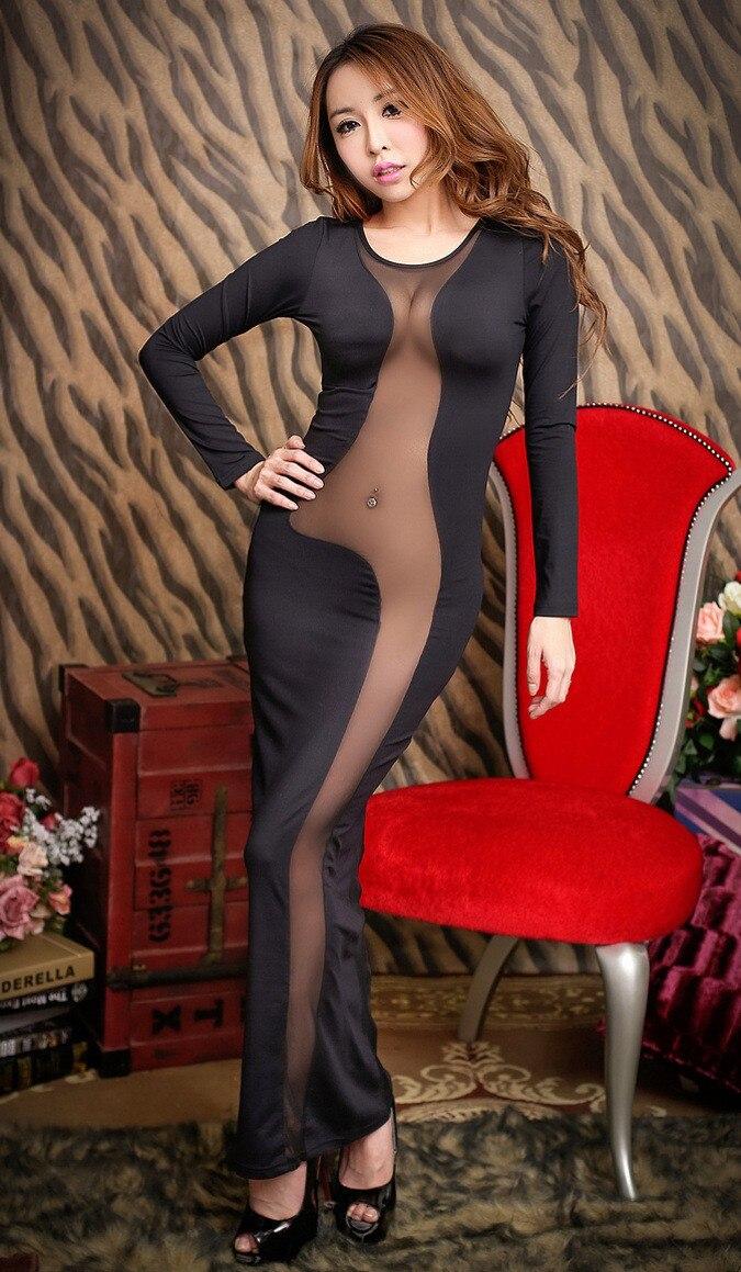 前がシースルーの黒セクシードレス