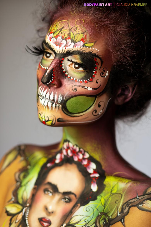 【海外ハロウィンおもしろメイク画像】Claudia Kraemerさんのボディ&フェイスペイント