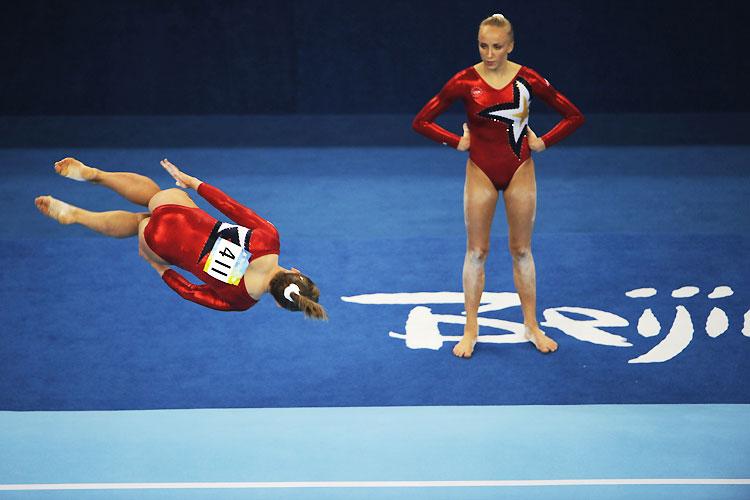 ぴょーん! 2008北京五輪体操女子の演技風景がシュール(笑)