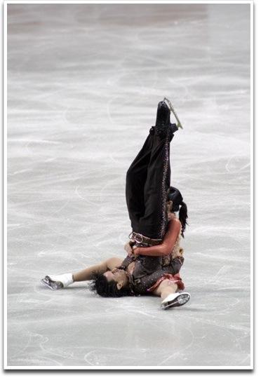 痛い! ヨーロッパフィギュアスケート選手権でパイルドライバーが決まる事故(笑)
