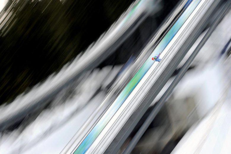 どこまで飛ぶ? 2010バンクーバー五輪スキージャンプの光景が怖すぎ(笑)
