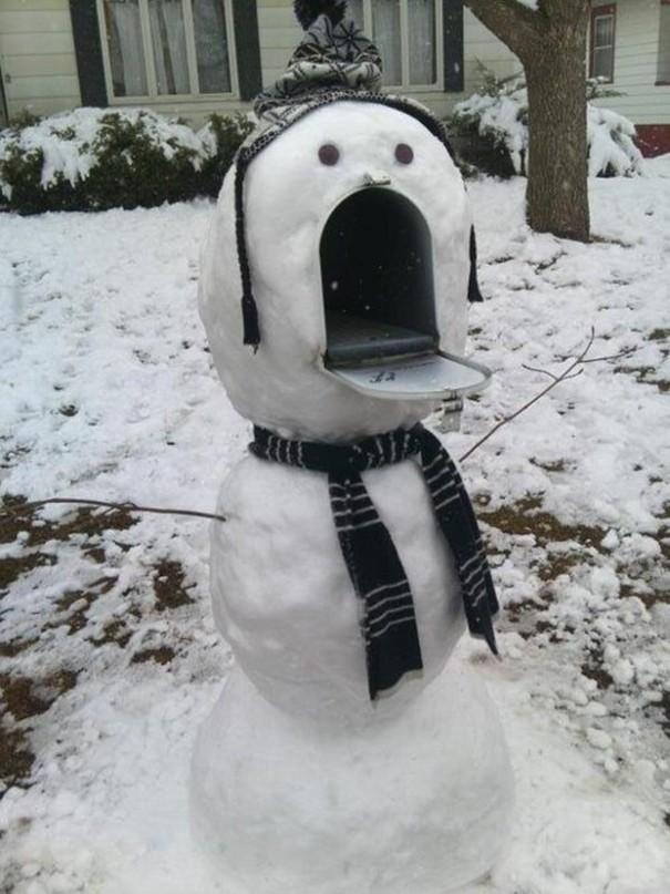 ナイスアイデア! 雪だるま郵便ポストという発想がおもしろい(笑)