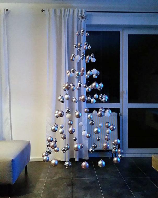 え? ドイツ人が作った宙に浮いてるようなクリスマスツリーがすごい(笑)