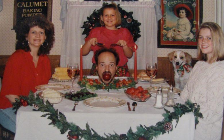 ホラー! クリスマスパーティーで食べられそうになるお父さん(笑)
