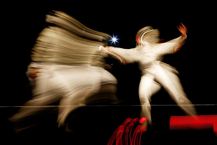 オリンピックのフェンシング選手の動きが高速過ぎて見えない(笑)