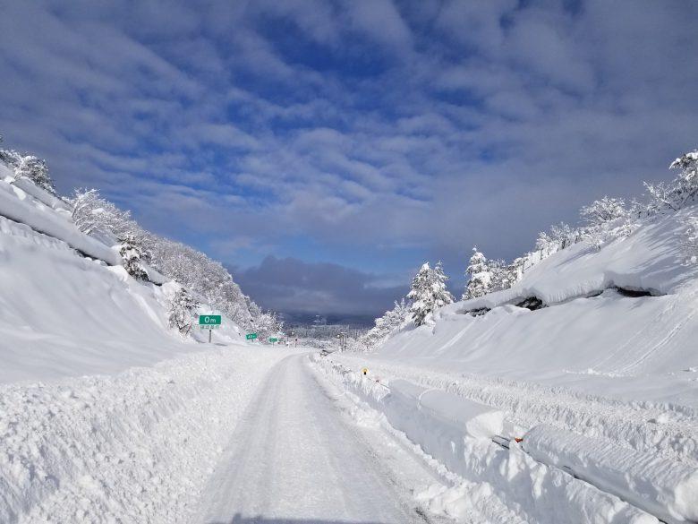 道間違えた? 新潟の大雪で磐越自動車道が高速道路じゃないみたい(笑)