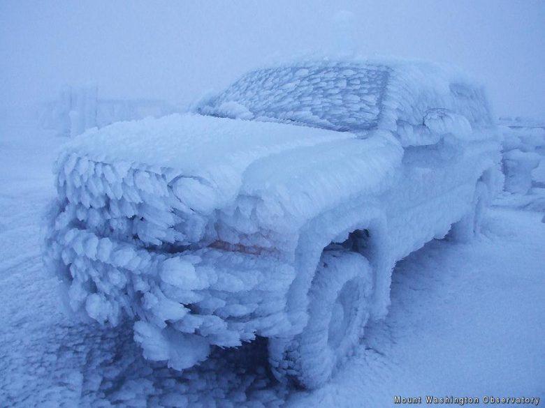 フリーズ! アメリカのワシントン山天文台に止めた自動車が氷漬け(笑)