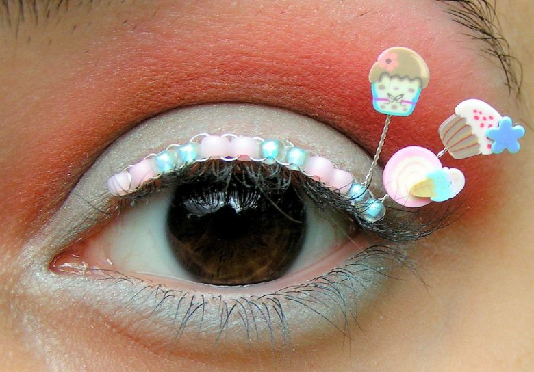 Natalie RussoさんのCotton Candy Eyelash Jewelry