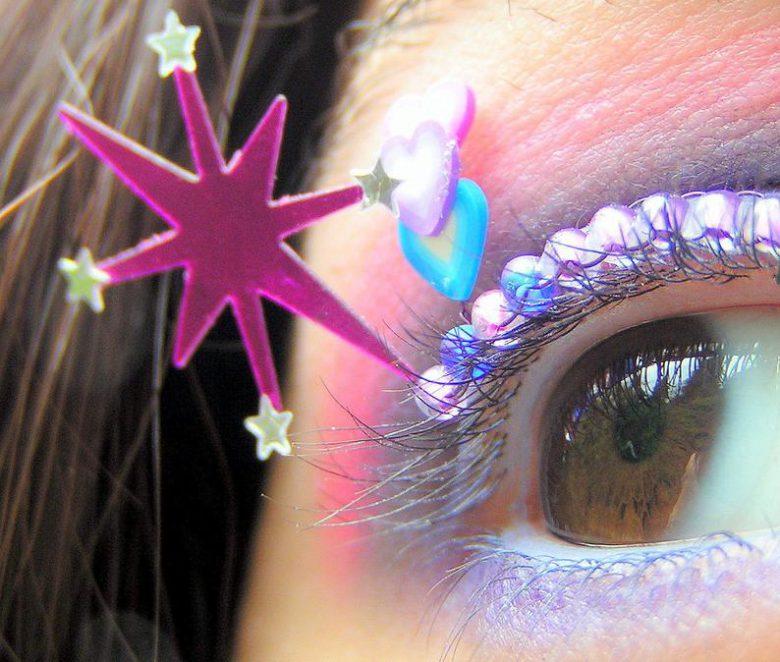 Natalie RussoさんのTwilight Sparkle Eyelash Jewelry