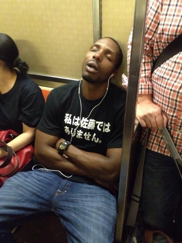外国人が着ていた日本語Tシャツ「私は佐藤ではありません。」(笑)