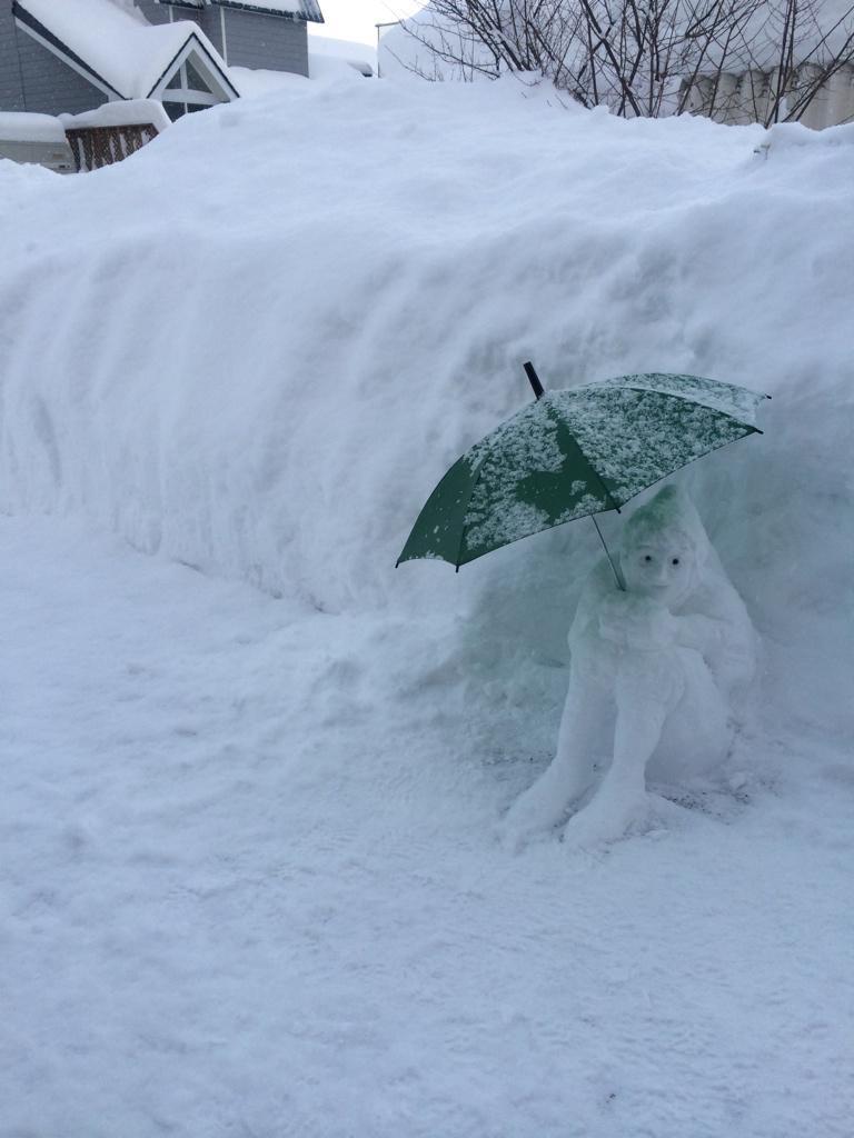 ひぃ! 道で見かけたらびっくりする怖い雪だるま「尾浜君」笑