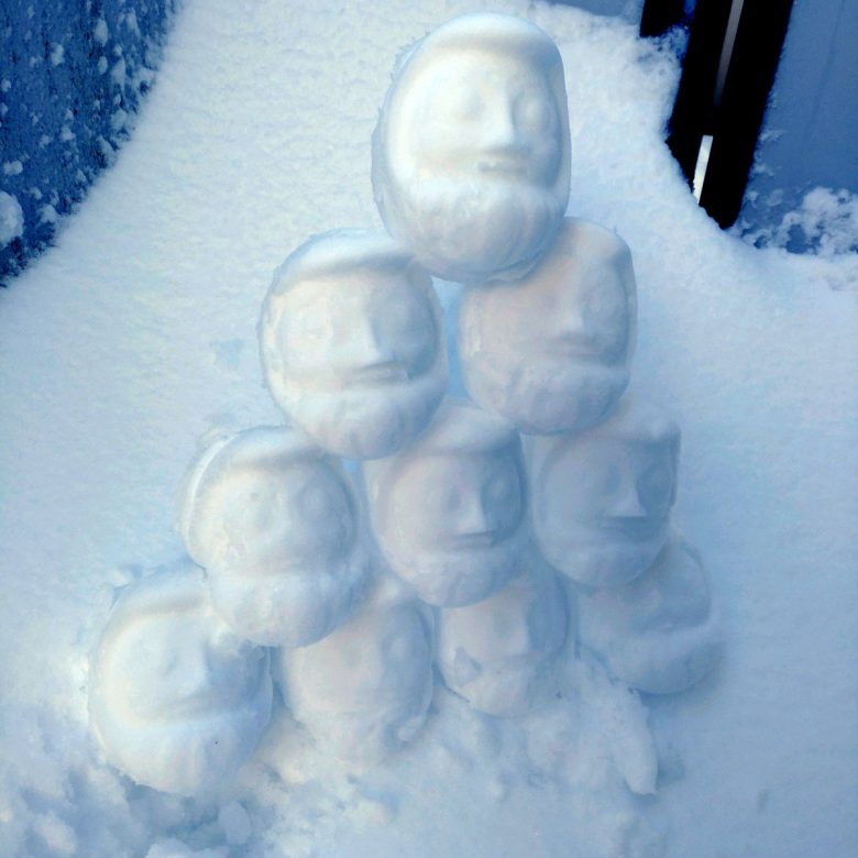 大量! 群馬高崎駅の駅弁「だるま弁当」の容器を利用した雪だるま量産が楽しそう(笑)