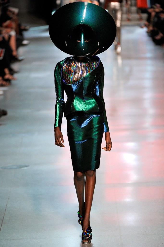 パコ・ラバンヌ2012春ファッションショー