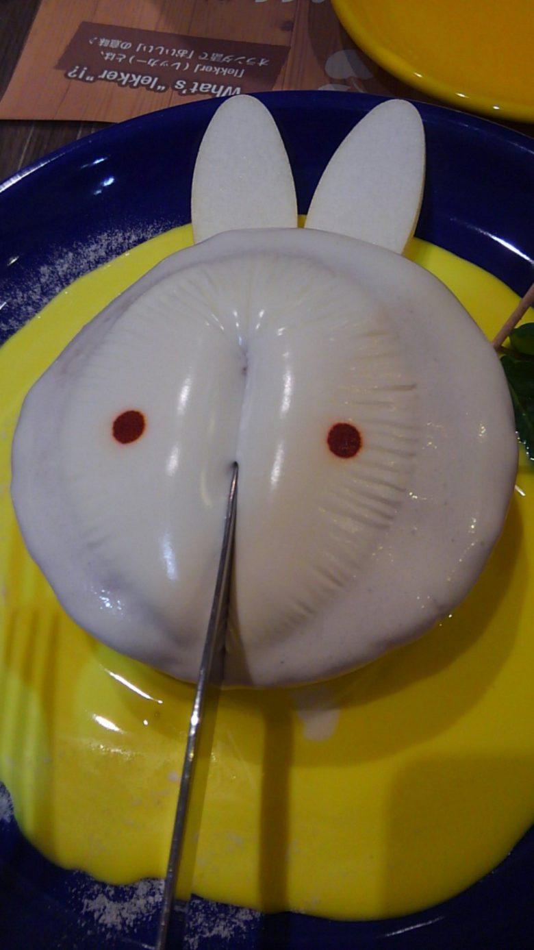【食べ物おもしろ画像】ミッフィーカフェのパンケーキを切ったらエヴァの使徒に(笑)