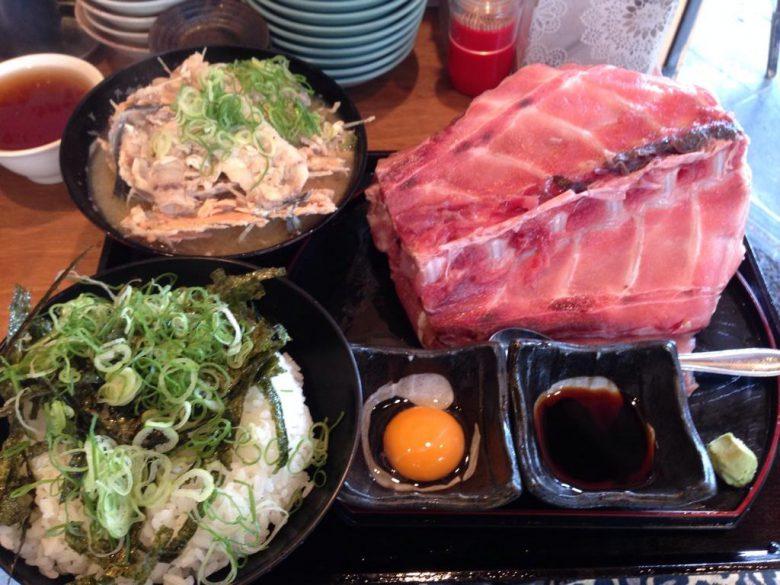 【食べ物おもしろ画像】大阪天満の飲食店「とみや」の「はみだし骨付中落丼」がすごい(笑)