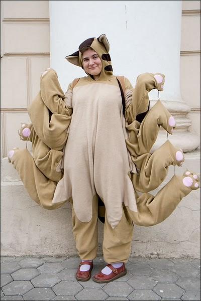 【おもしろコスプレ画像】となりのトトロ「猫バス」コスプレのクオリティが高い(笑)