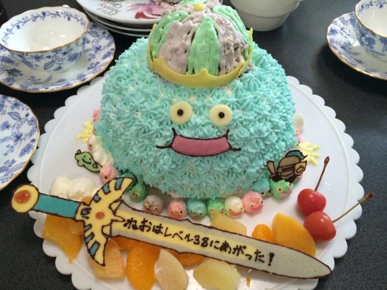 【ドラゴンクエストケーキおもしろ画像】ドラクエ好きにぴったりなキングスライムの誕生日ケーキ(笑)