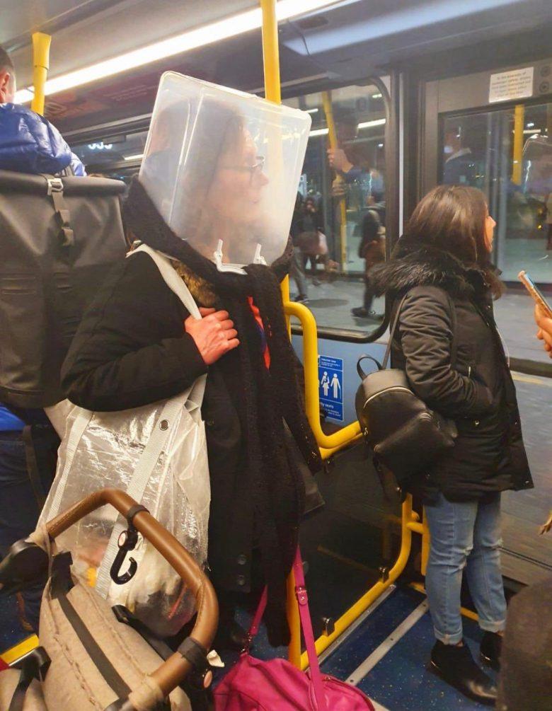 【コロナ禍マスクおもしろ画像】プラスチック容器を被って新型コロナ対策をする外国人(笑)