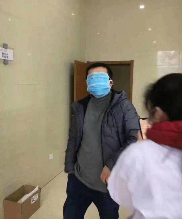 【コロナで起きたおもしろ画像】新型コロナ感染予防でマスクで顔まで覆う人(笑)