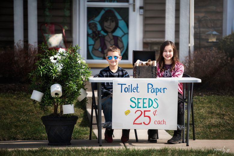【コロナ禍おもしろ画像】コロナ需要?トイレットペーパーがなる木の種を売る子どもたち(笑)